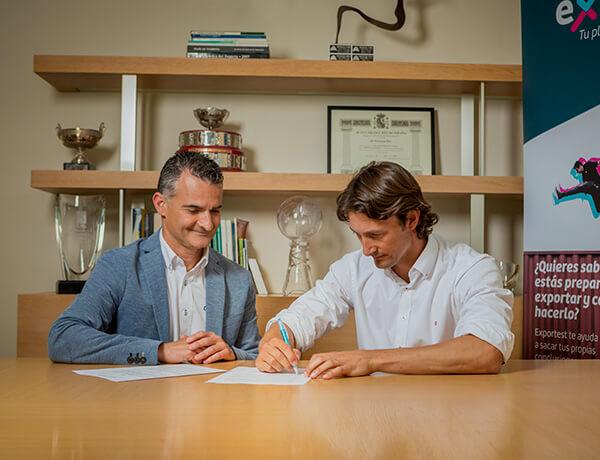 Juan Carlos Ferrero se une a Oftex
